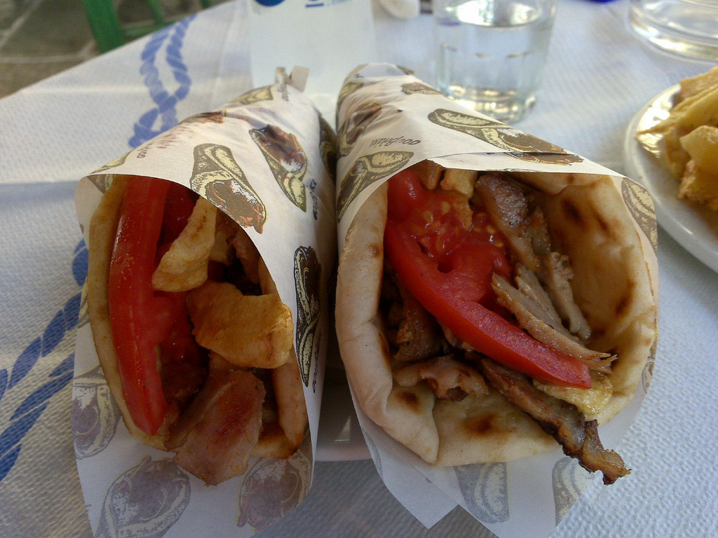 ボリューム満点のヤミツキグルメ!ギリシャで楽しむファーストフード