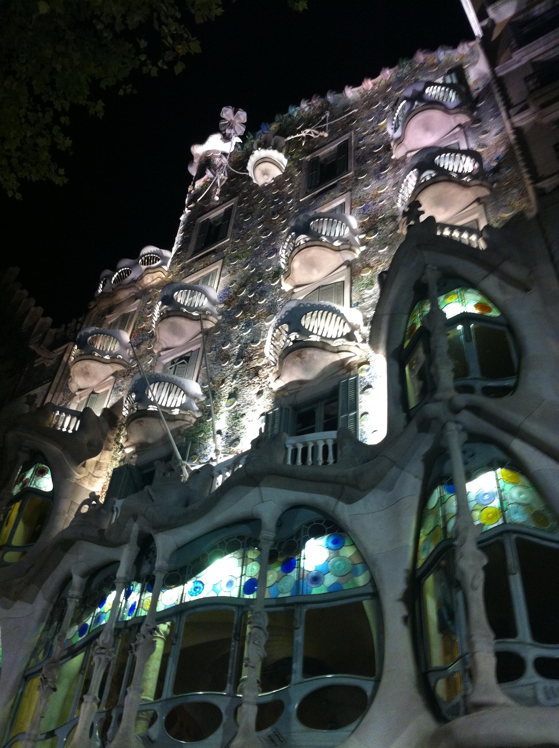 バルセロナの奇才、乙女心をくすぐるガウディ