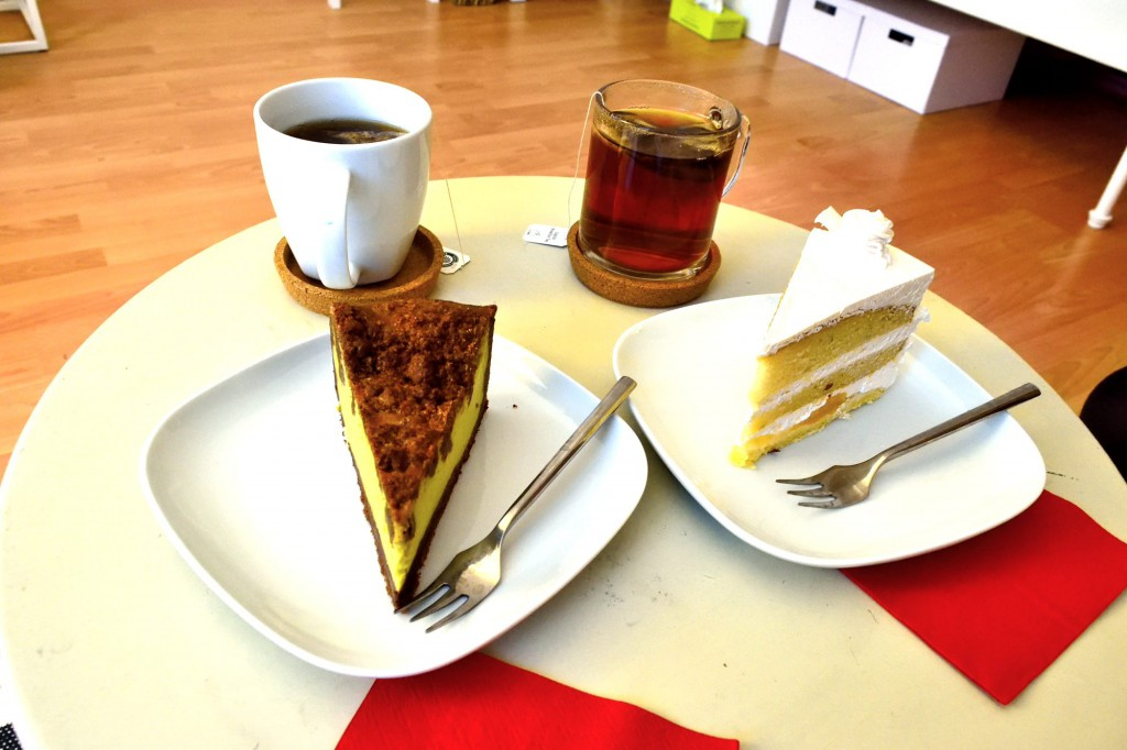 ケーキとお茶越しに恋愛トーク!?