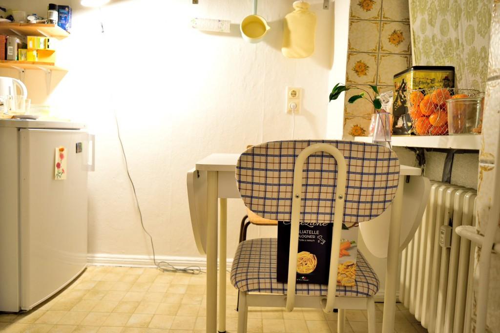 キッチン。ドイツ・レトロなタイルがかわいい。