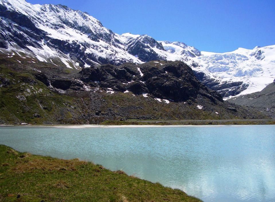 大自然に癒される旅!絶景とミステリーが隠れるアニヴィエの谷