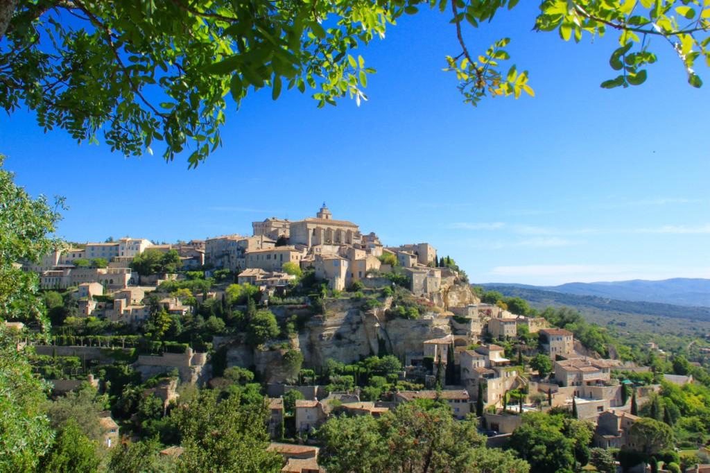 エクスから車で足をのばせば、小さな美しい村がたくさん点在しています