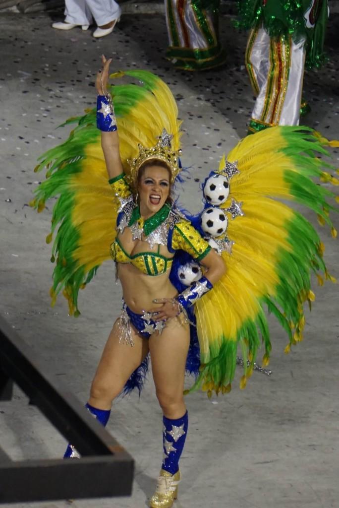 brazil-rio-de-janeiro-carnival-08