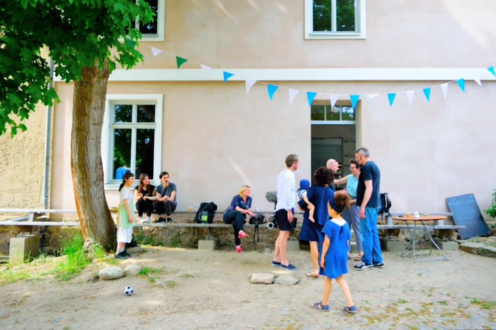 """これぞ理想郷!ドイツの田舎町で日本人2人が切り盛りする""""週末だけのカフェ""""「Café Zum Löwen」の驚くべき誕生秘話"""