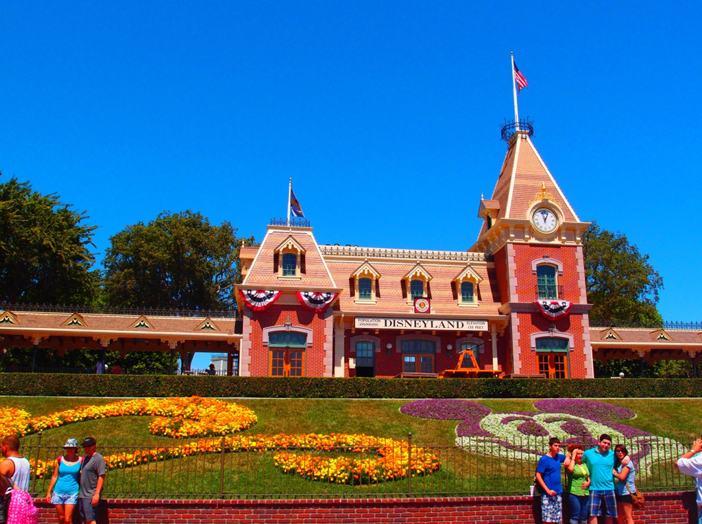 california-disneyland-02