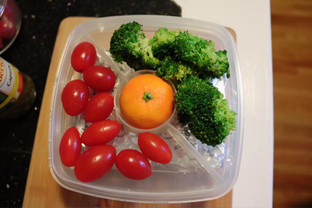 ブロッコリーとプチトマトが夫の好物です。
