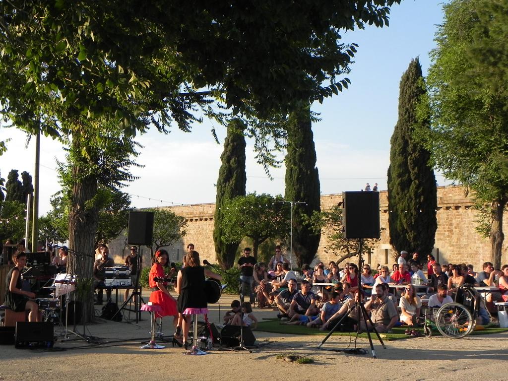バルセロナ、モンジュイックで夏の無料野外コンサート♪